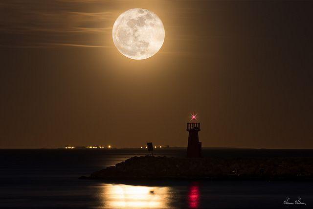 ¿Por qué percibimos la luna más grande en el horizonte?